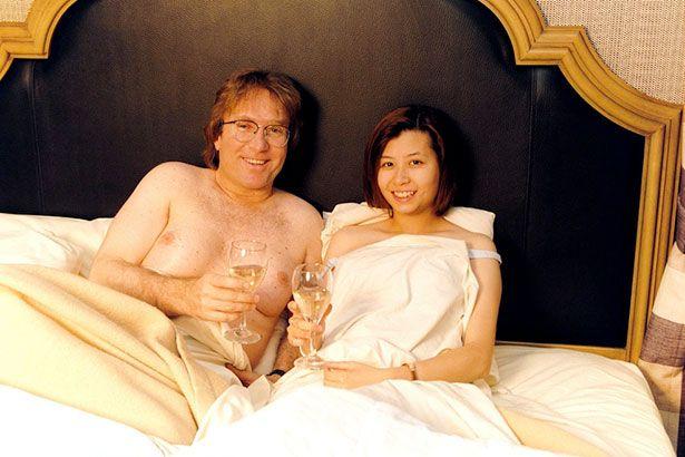 man-has-fake-boobs-MAIN-2691791-1